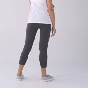 Lululemon Zone In Tight leggings  crop size 2 grey